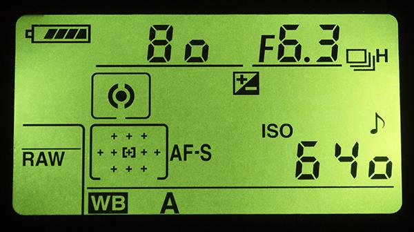 Podświetlenie panelu LCD pozwala na swobodne korzystanie po zmroku.
