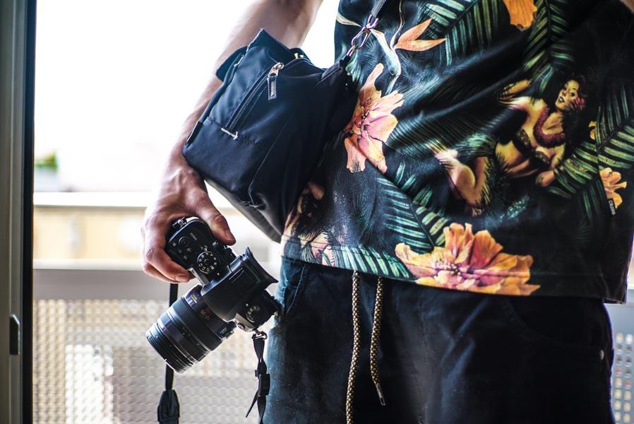Posiadanie lekkiej torby filmowej pozwala na dostęp do kamery w bardzo szybkim czasie.
