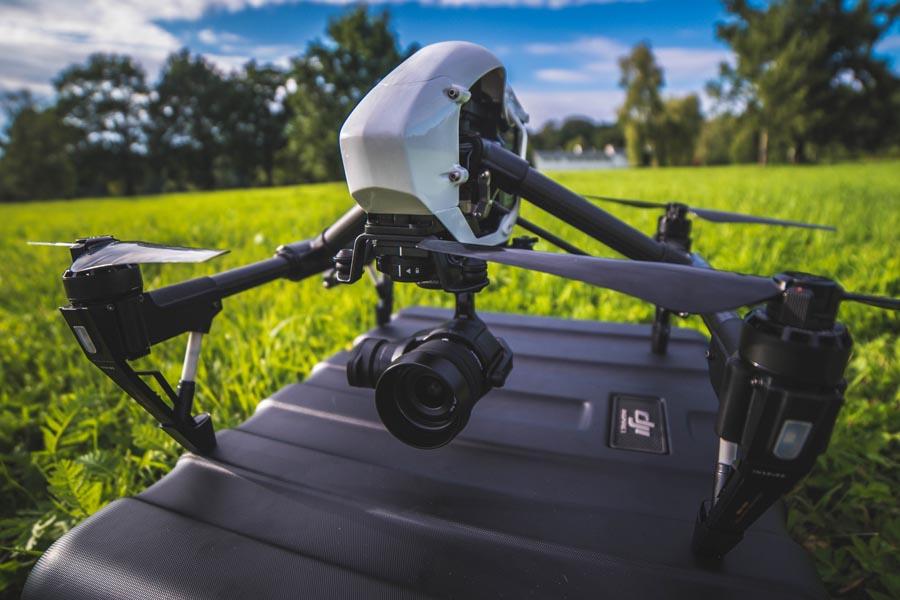 Sztywna konstrukcja walizki pozwala nam zamienić ją nawet w lądowisko drona!