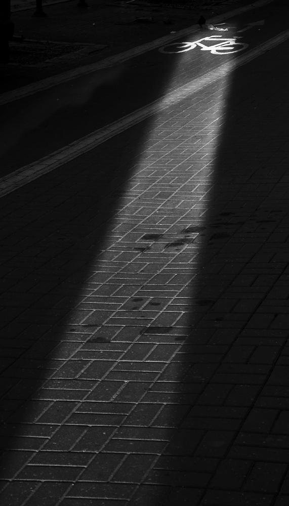 kompozycja światło i cień ścieżka