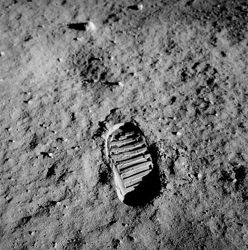 Ślad buta pozostawiony przez Buzza Aldrina w trakcie misji Apollo 11. / Źródło: NASA