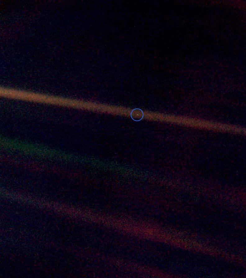 Zdjęcie Ziemi wykonane z odległości 6,4 mld kilometrów. / Źródło: NASA