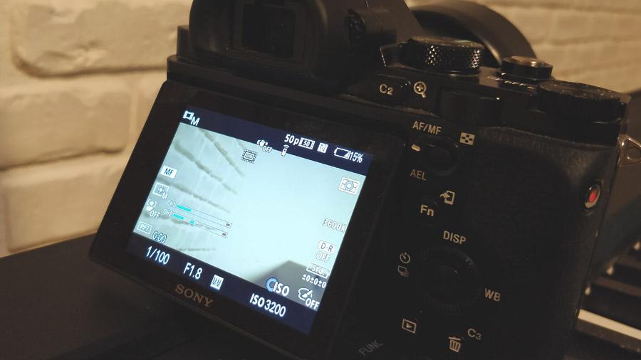 Jak widzimy, aparat został ustawiony w trybie 50p – 50 klatek na sekundę. Prawidłowa prędkość migawki dla takiego klatkarzu to 1/100 – czyli dwukrotnie większa wartość