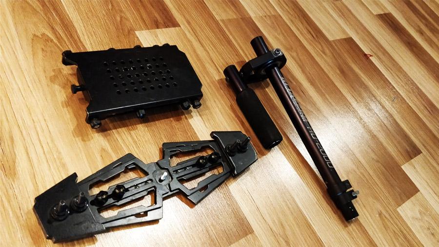 Rozebrany Glidecam HD-2000 to tak naprawdę trzy niewielkie części, które z powodzeniem spakujesz w podróż.