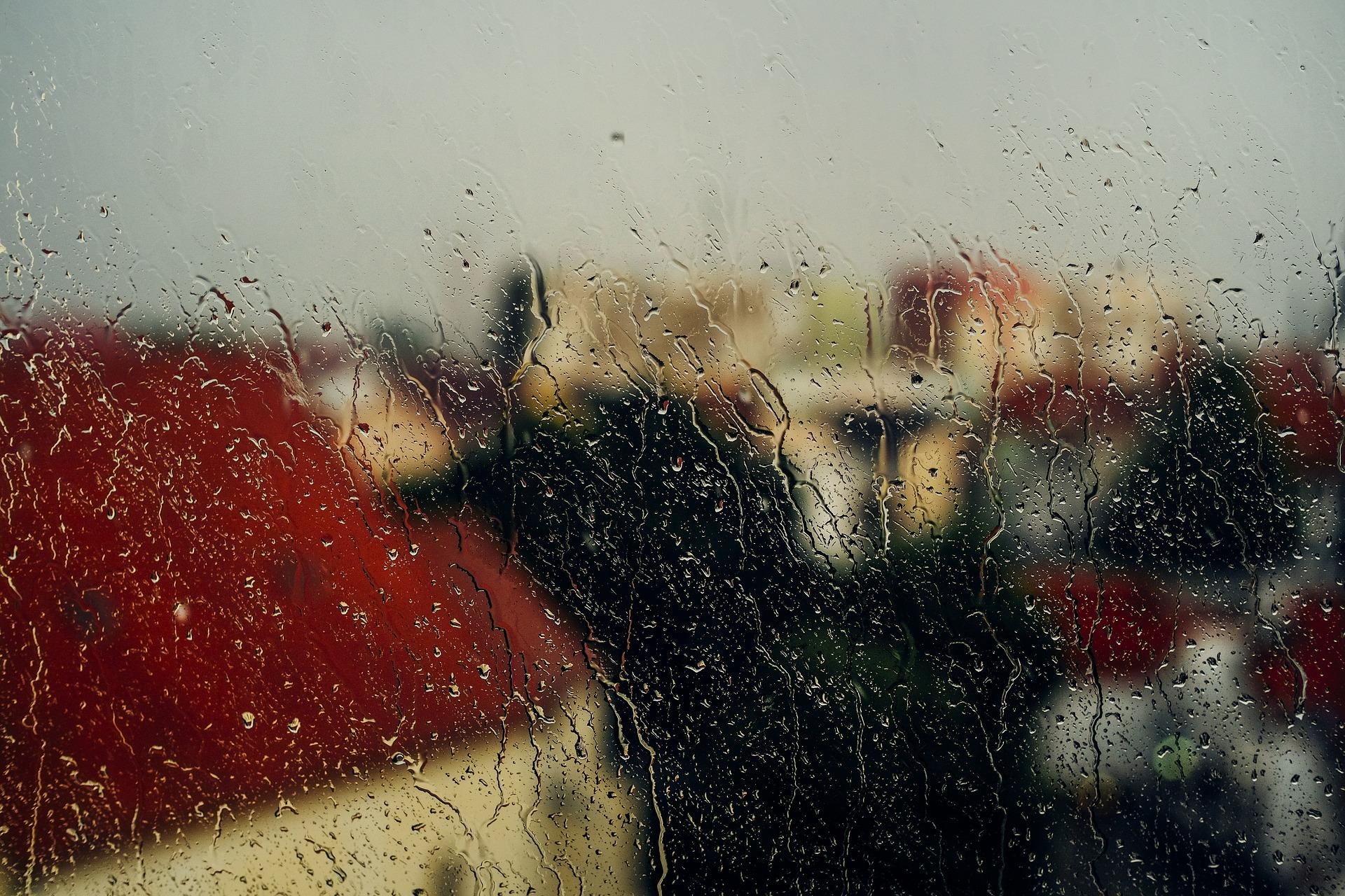 window-2492855_1920