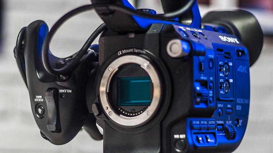 Przetwornik zastosowany w kamerze Sony FS5 to przetwornik formatu Super35