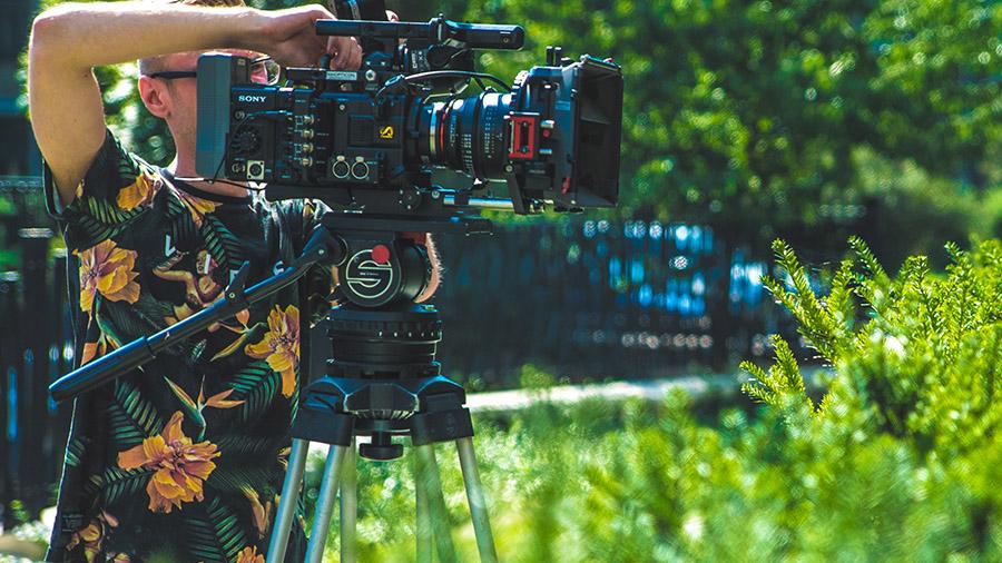 Odpowiedni statyw filmowy jest w stanie udźwignąć i zabezpieczyć nawet największe jednostki filmowe, takie jak choćby Sony F5.