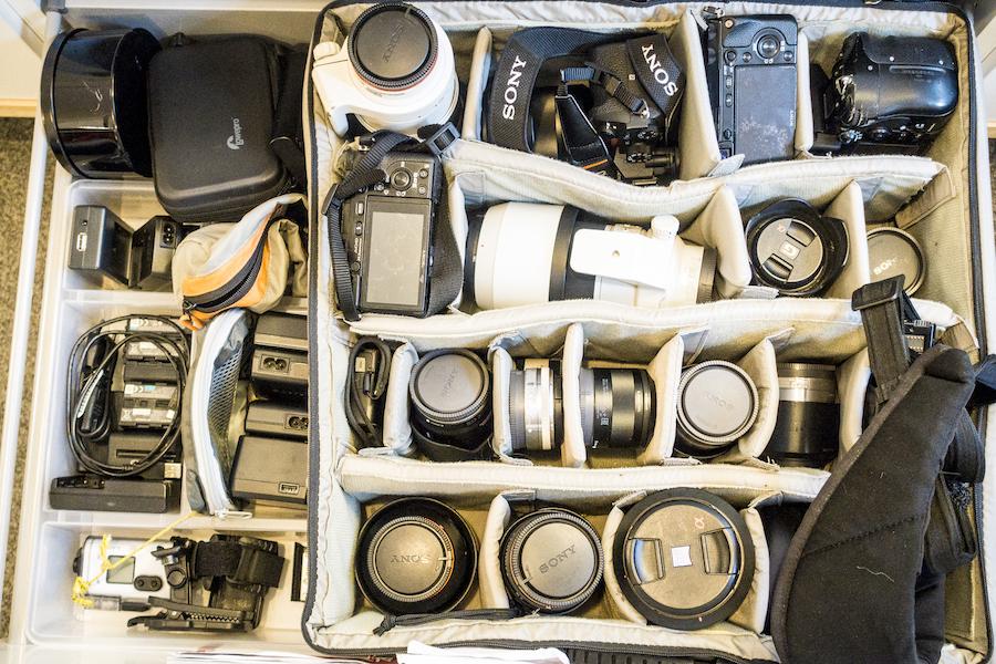 Zestaw do profesjonalnej fotografii - Zestaw, który czeka na spakowanie w szufladzie mojej pracowni. Każdy element ma swoje miejsce. Przy pakowaniu niczego nie szukam, jeśli czegoś brakuje - widać od razu.