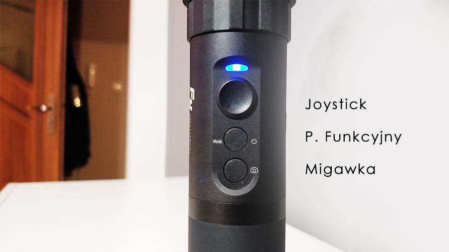 Przycisk funkcyjny, przycisk wyzwalający migawkę oraz joystick są zlokalizowane w idealnej pozycji do obsługi za pomocą kciuka. Tryby pracy wywoływane są kilkukrotnym naciśnięciem konkretnego przycisku.