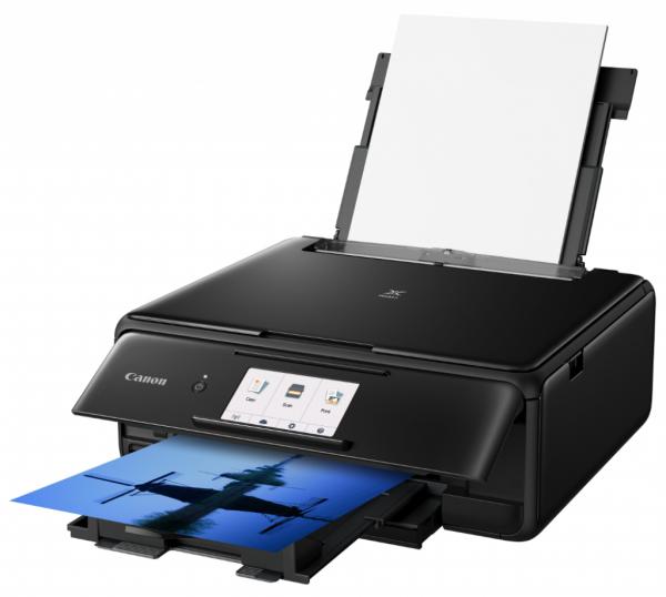 Wielofunkcyjna drukarka Canon PIXMA TS8150 pozwoli na drukowanie i skanowanie fotografii. Przy jej zakupie Canon zwraca 90 zł, które może przydać się na nowe tusze i papier.