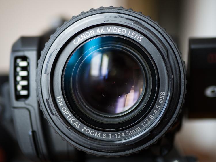 Canon Legria GX10 - zaawansowany obiektyw z 15-krotnym zoomem