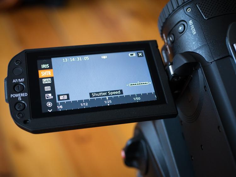 Canon Legria GX10 - czytelny dotykowy wyświetlacz