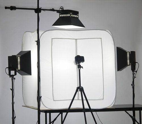 Oświetlenie ciągłe bardzo popularne jest w ywkonywaniu fotografii produktowej, tzw. packshotów