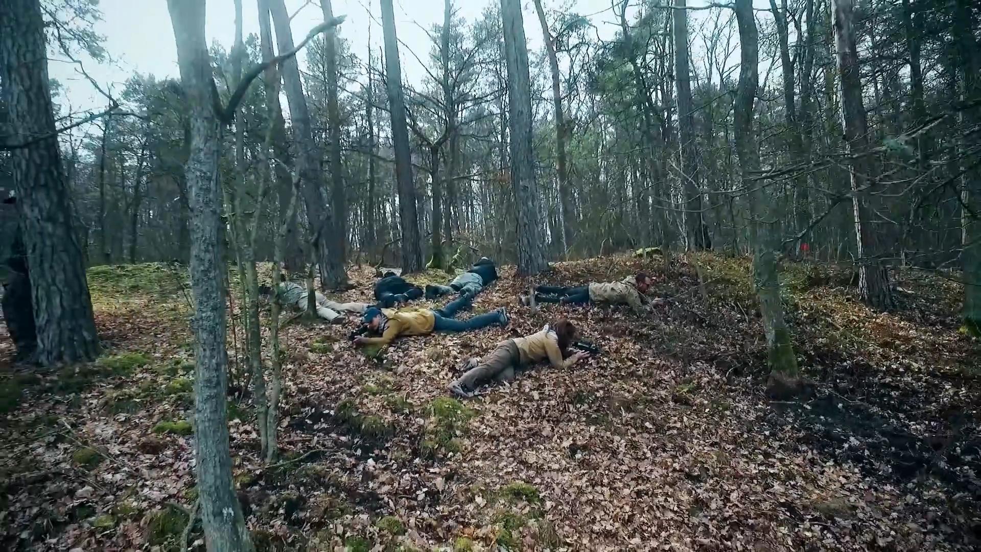 Latanie dronem w lesie