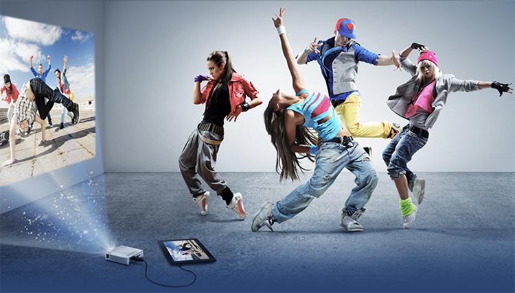 projektor mobilny taniec