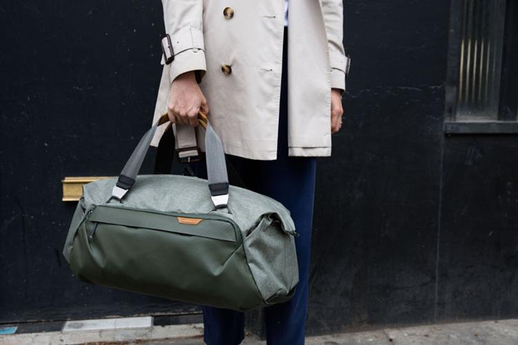 peak design duffel noszenie 2