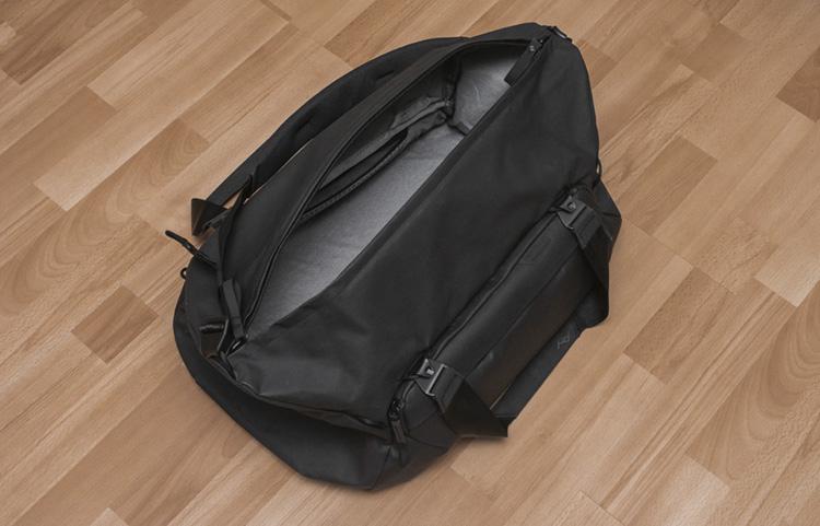peak design duffel wnetrze