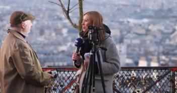 Mikrofon reporterski, to podstawowe narzędzie do nagrywania wywiadów.
