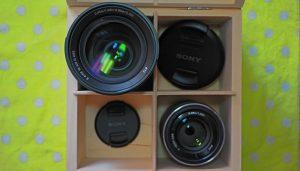 Sony E 35 mm f/1.8 OSS i Sony E 18-105 mm f/4.0 G OSS