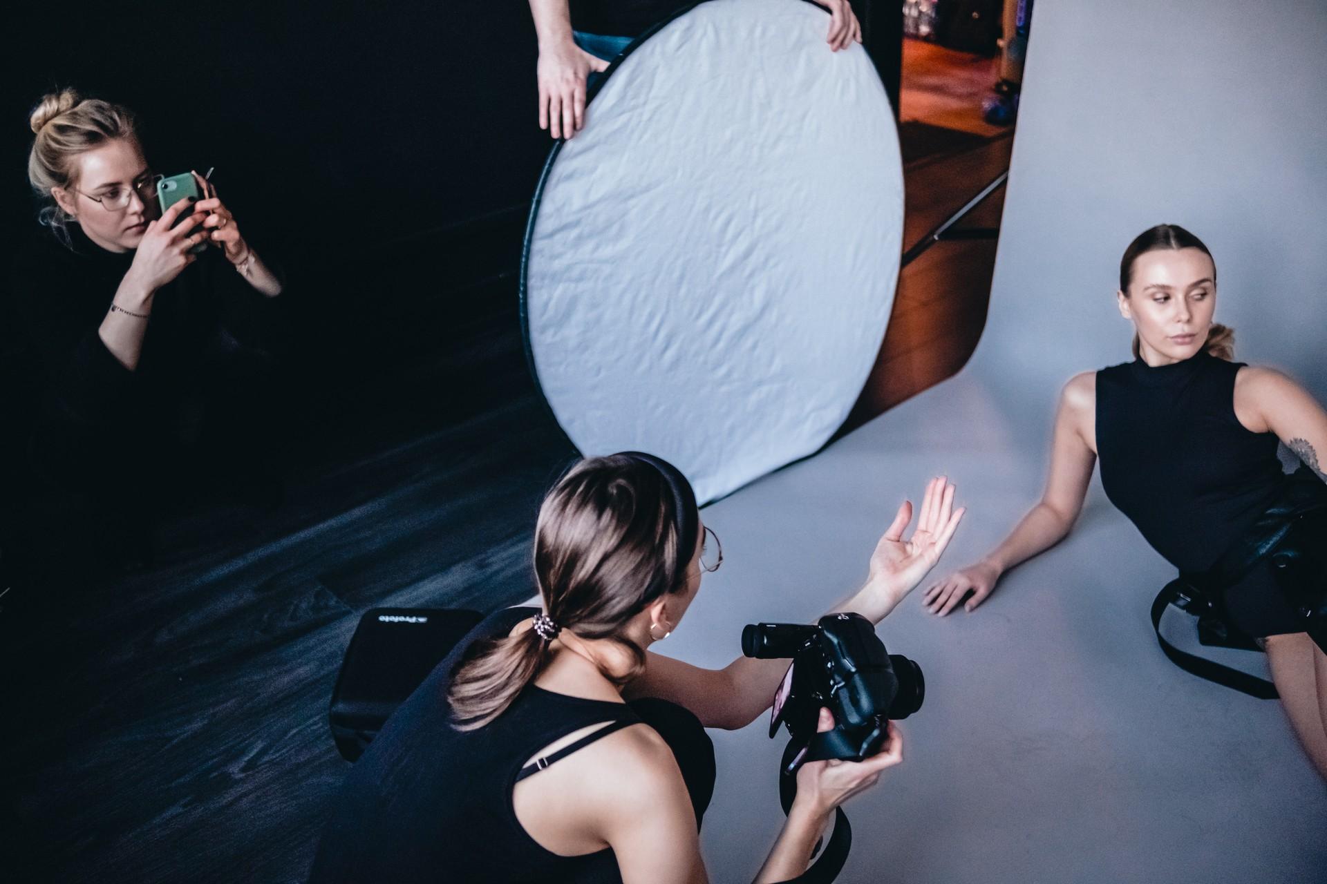 Backstage - Karolina Fafińska Malva Models Dominika Ratajczak Studio Onegog fot. Jarosław Respondek